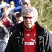 Egil Drillo Olsen med solbriller