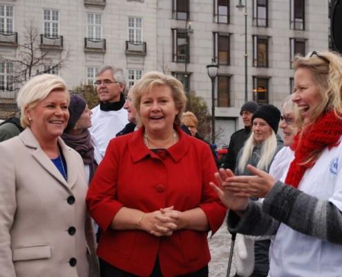 Siv Jensen (Frp), Erna Solberg (H) og generalsekretær i NRF Tone Granaas