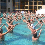 Stor forsamling på vanntrening i Ungarn