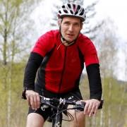 Jens Stoltenberg på sykkel i Nordmarka