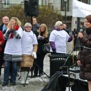 Line Henriette Hjemdal taler under demonstrasjon