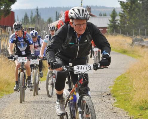 Bekhterever'n 1-14 førsteside med mann som sykler Birken