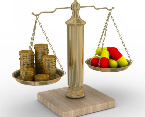 Illustrasjon Vektskål med penger og piller