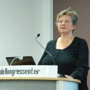 Inger Myrnes Hansen på talerstol