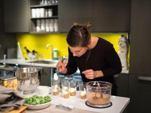 – Det er en ganske komplisert og krevende diett med mye matlaging fra bunnen av, forteller hun. Foto: Alexander Øvrebø