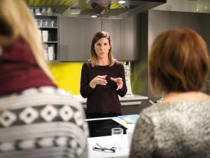Julianne Lyngstad er ernæringsfysiolog, blogger og forfatter og har spesialisert seg på dietten kalt LavFODMAP. Foto: Alxeander Øverbø