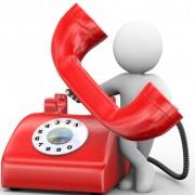 Figur med rød telefon