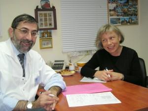Dr. Mark Harari og Dr. Elisabeth Dramsdahl tok seg godt av alle pasientene.