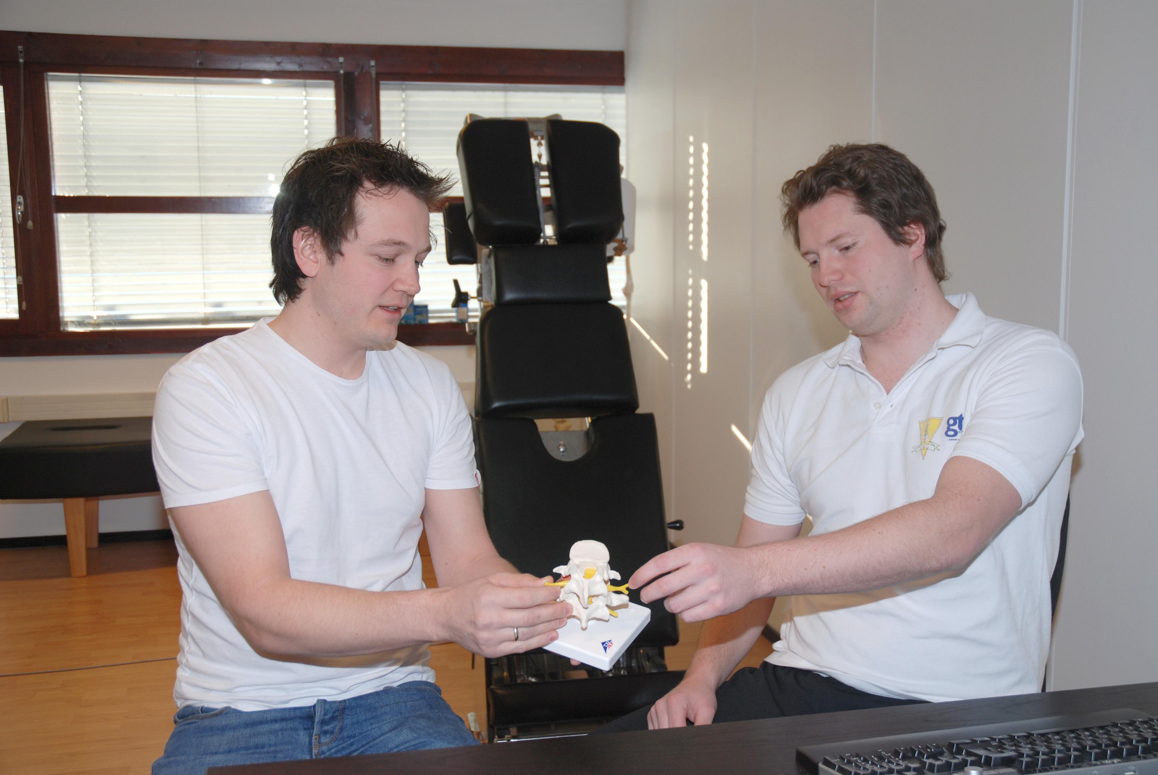 To kiropraktorer og en modellryggrad