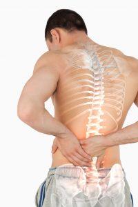 Mann med vond rygg