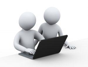 2 3D-figurer og en laptop
