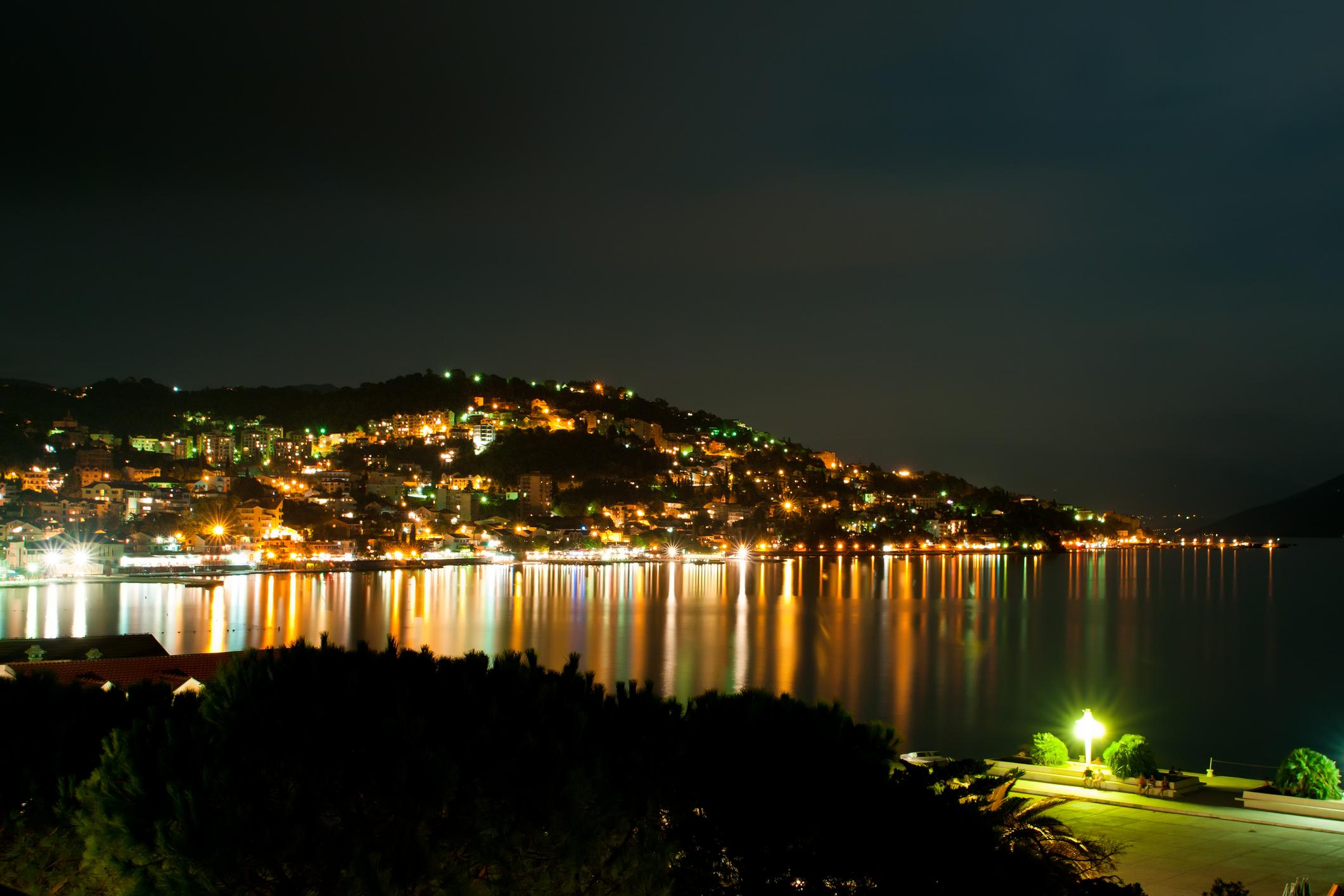 Kveldsbilde av bukta mot Herceg Novi