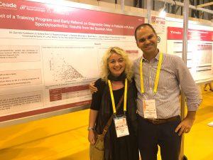 Mann og dame står foran stor plakat om forskning