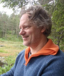 Psykolog Sigurd Stubsjøen i naturen
