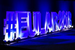 EULAR2018s hashtag i blått lys