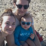 Familie på tre på strand
