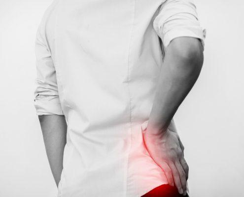 Mann med smertemarkert hofte