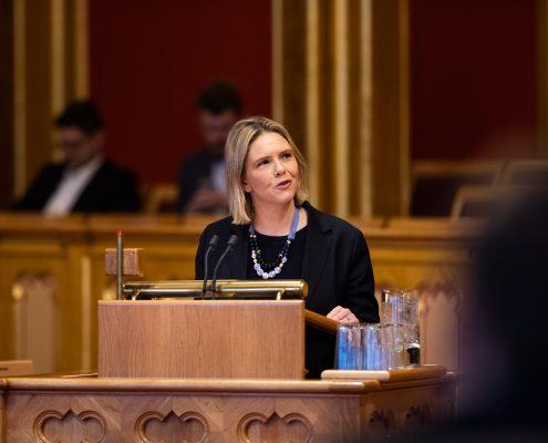 Sylvi Listhaug på talerstolen i Stortinget