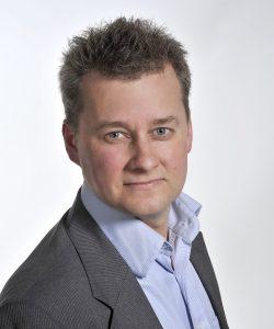 Portrettfot Birger Myhr, mann i skjorte og dressjakke