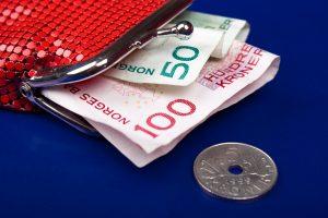 Norske penger i rød pung