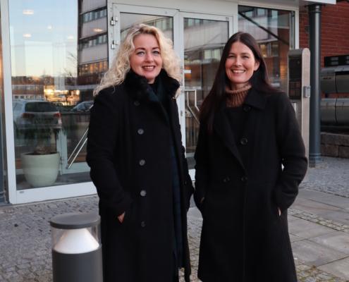 To kvinner utenfor kontoradressen til Spafo Norge, Grenseveien 99 i Oslo