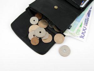 Norske mynter og sedler i lommebok