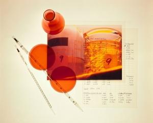 Laboratorieutstyr og notater fra forskningen