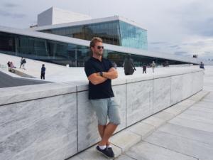 Stian Tollisen utenfor operaen i Oslo