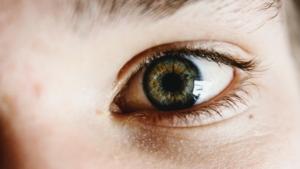Nærbilde av et barns øye