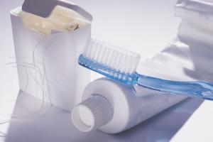 Tannbørtse, tanntråd og tannpasta